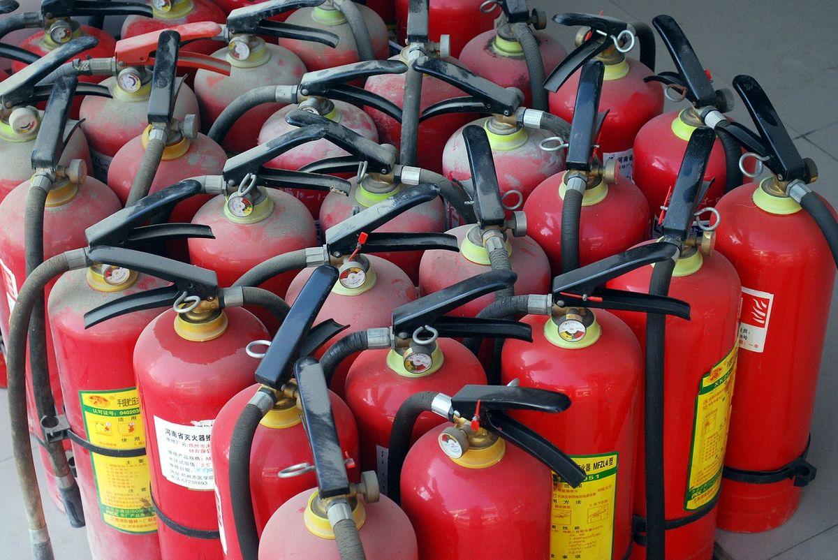 讓火焰為之顫抖:乾粉滅火器應該多長時間檢查一次?
