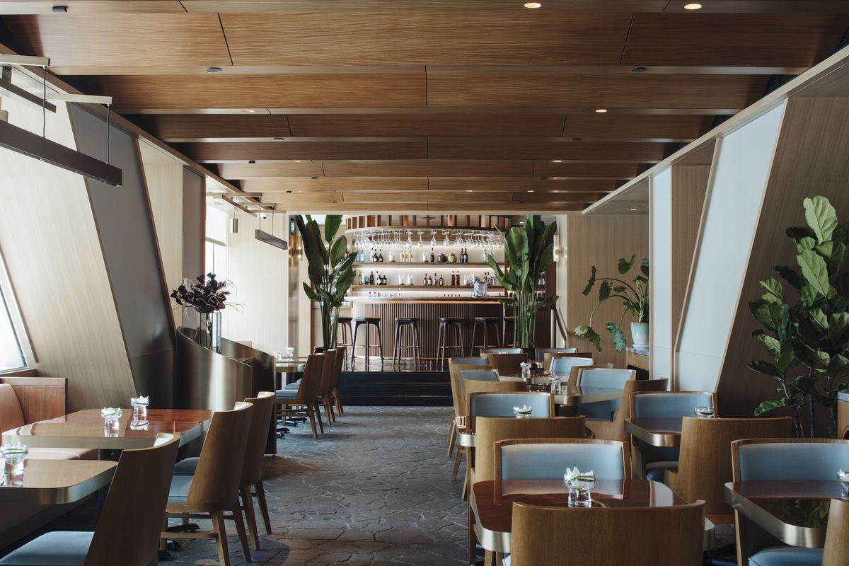 精雕細琢的洗鍊奢華:新加坡康萊德酒店貴賓室及泳池休息區