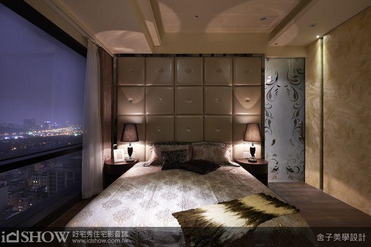 木地板,床头绷布使用好清洁的人造皮革搭配水晶的拉